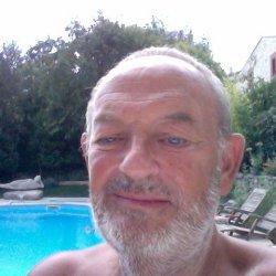 rencontre gay charente maritime à Hyères